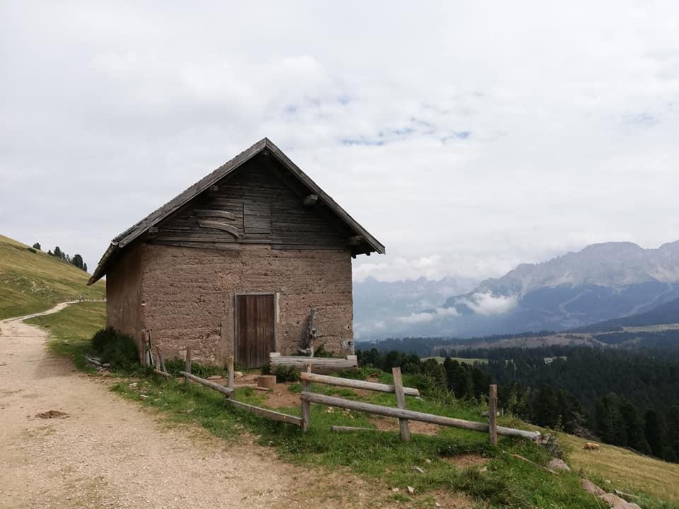 una casetta in legno vicino a Passo Oclini