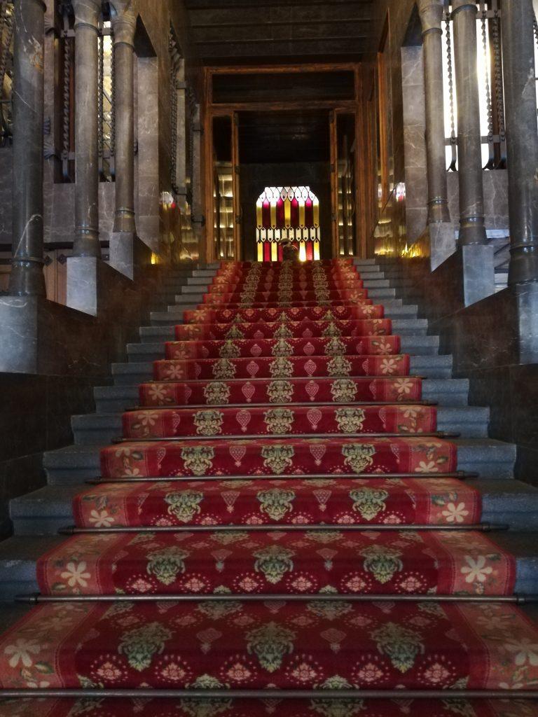 la scalinata d'ingresso palazzo Güell