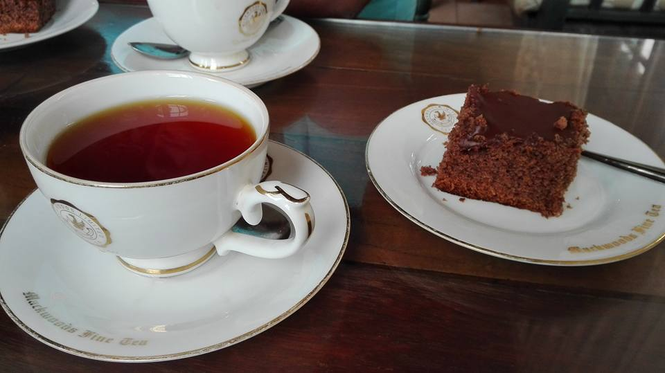 Tè e cioccolato nelle piantagioni di tè Labookelie