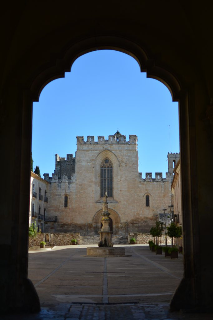 monastero di santa creus verso la strada del monastero di poblet