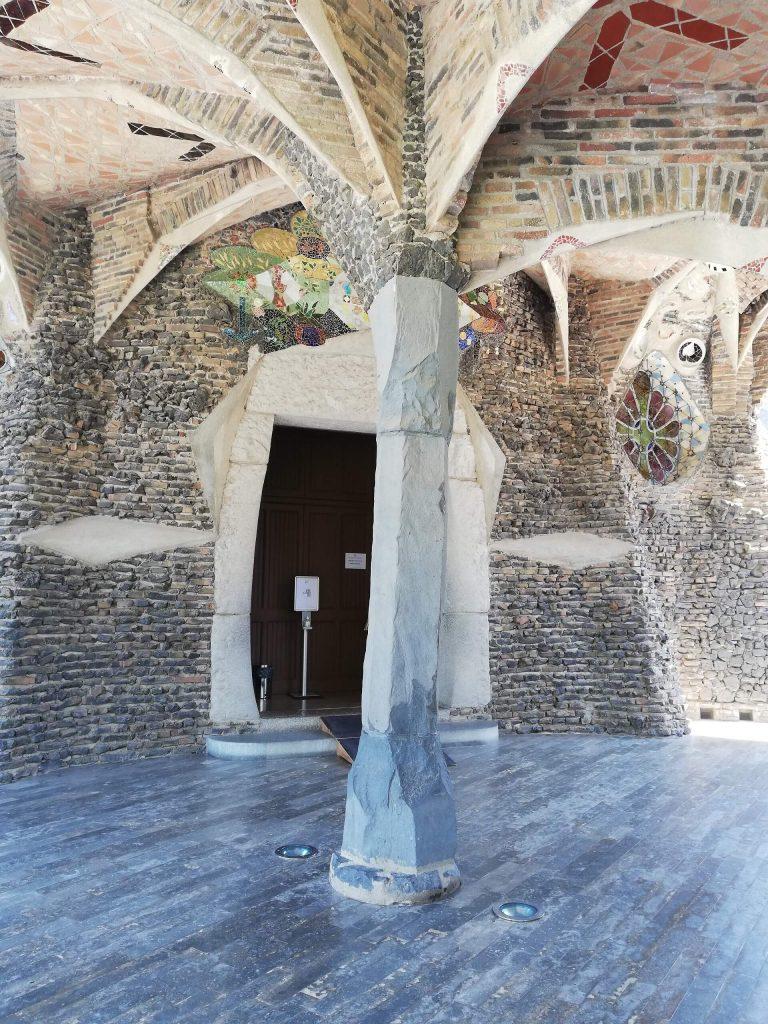 ingresso porticato della Colonia Guell