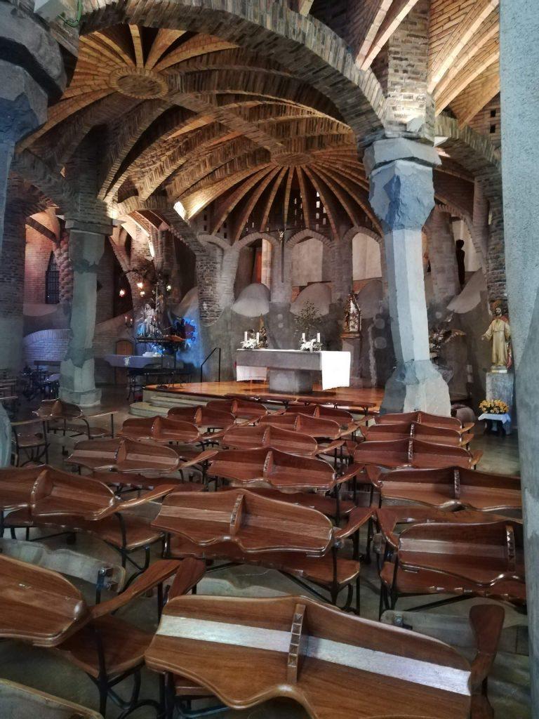 interno della cripta guell